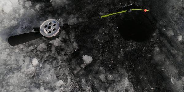 Зимняя удочка с катушкой