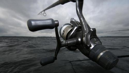 Рыболовная катушка с байтранером